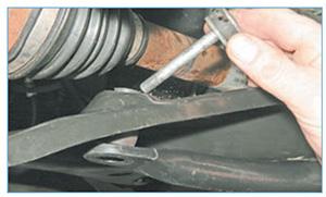 Zamena-jelementov-stabilizatora-poperechnoj-4.jpg
