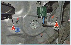 Snjatie-steklopodemnika-perednej-dveri-4.jpg