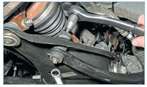 Zamena-jelementov-stabilizatora-poperechnoj-1.jpg