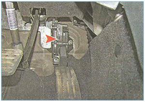 snjatie-modulja-pedali-gaza-1.jpg