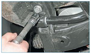 Zamena-jelementov-stabilizatora-poperechnoj-7.jpg