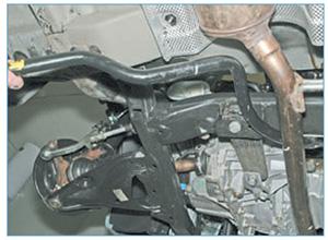 Zamena-jelementov-stabilizatora-poperechnoj-11.jpg