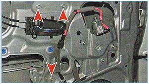 Snjatie-steklopodemnika-zadnej-dveri-3.jpg