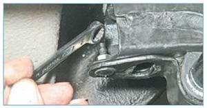 Zamena-jelementov-stabilizatora-poperechnoj-8.jpg