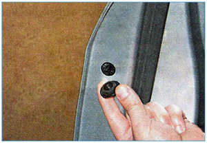 Snjatie-naruzhnoj-ruchki-perednej-dveri-2.jpg
