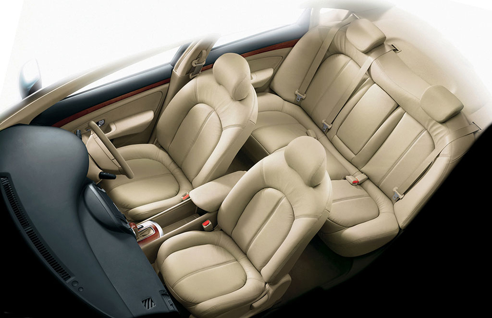 Nissan_Sylphy_Cabin_Large.jpg