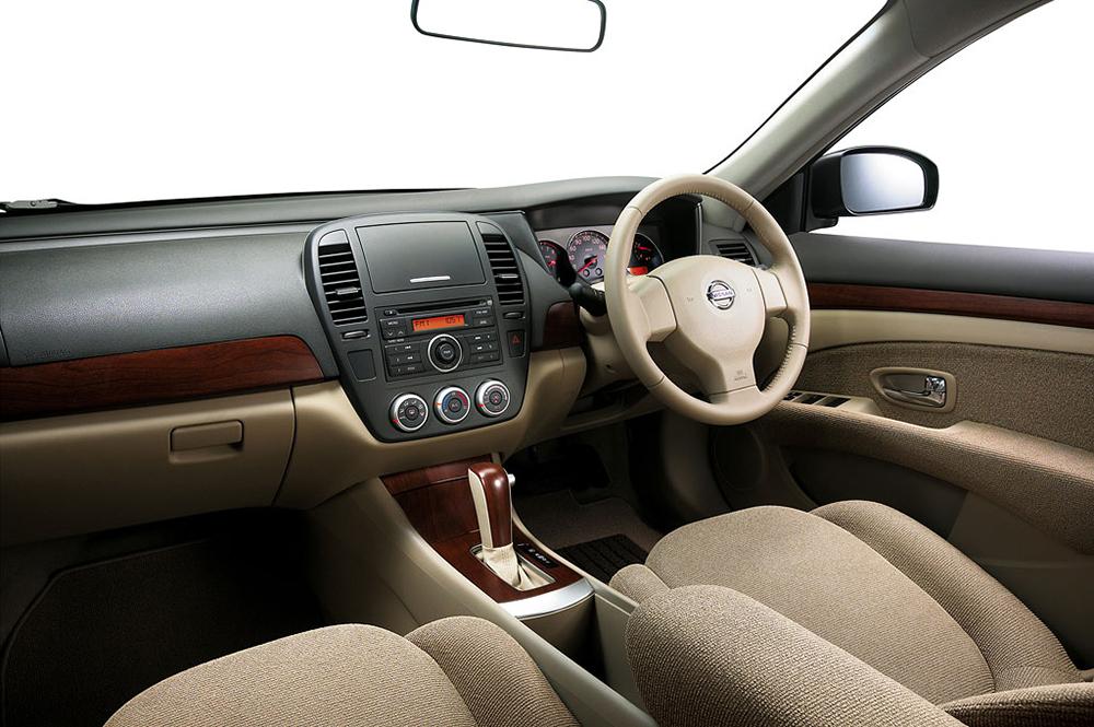Nissan_Sylphy_Dash_Large.jpg