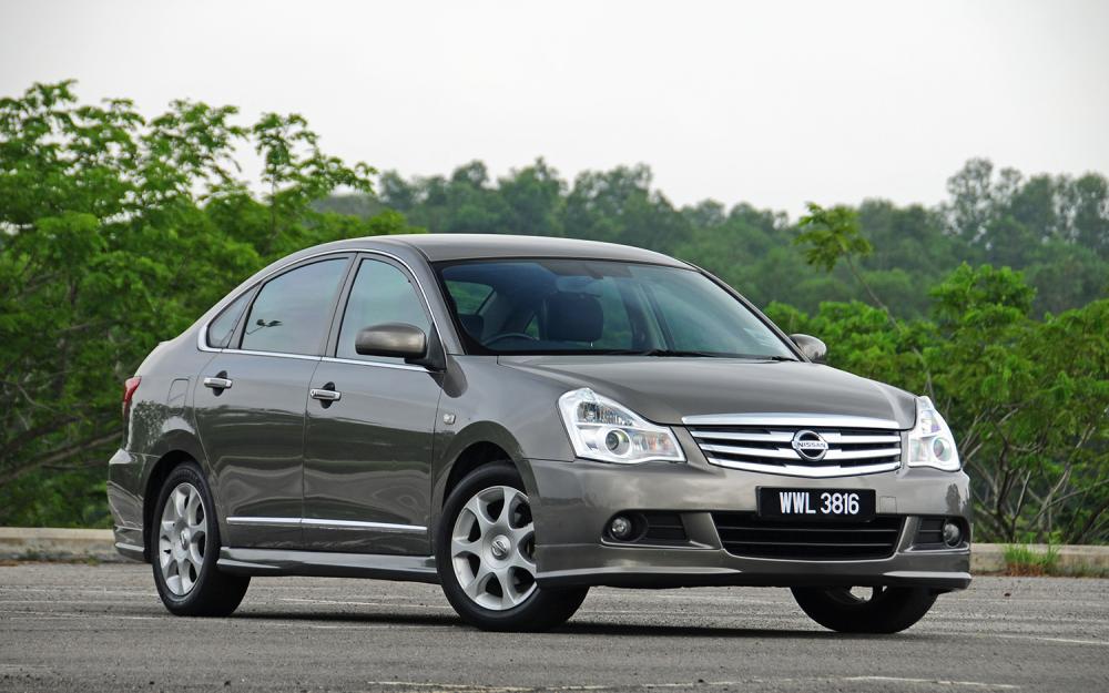 2012-2013_Nissan_Sylphy_002.jpg