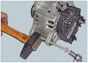 Snjatie-generatora-zamena-reguljatora-17.jpg